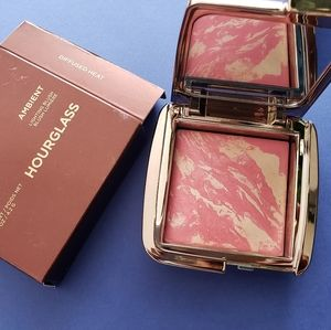 Hourglass blush in Diffused heat